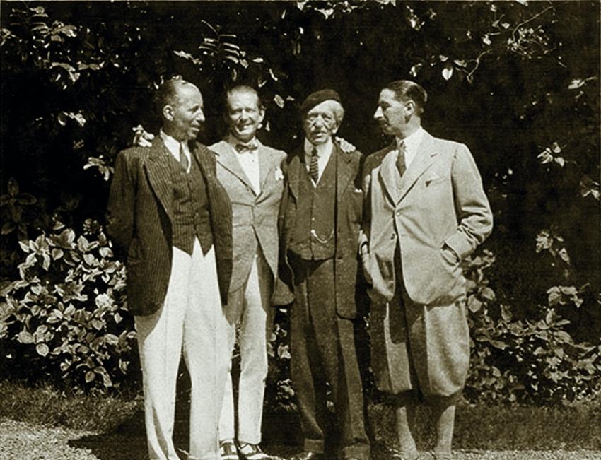 Альфред Картье с тремя сыновьями: (слева направо) Пьер, Луи и Жак (1922 год)