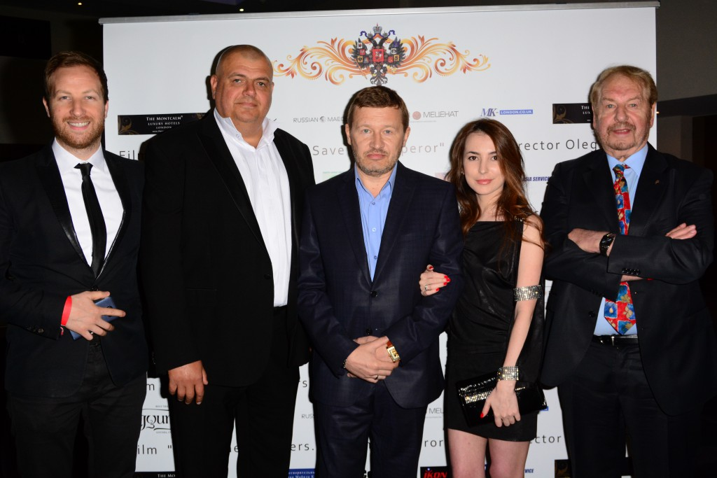 Olef Fomin with wife, Max Skachko, Ben Kaminsky, Claude Kaminsky