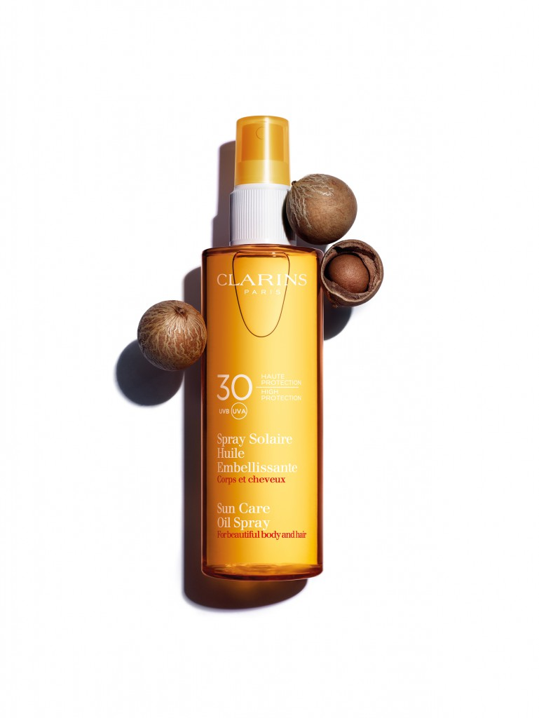 CLARINS sun_care_oil_spray_spf30_still_life_with_nyamplung