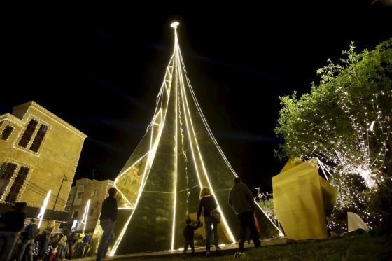 Это 35-метровое рождественское чудо стоит в старейшем порту мира.