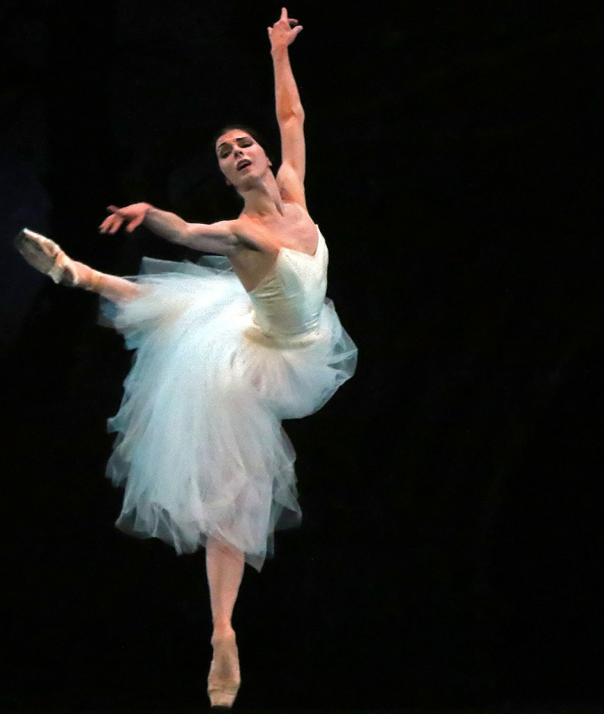 """Наталья Осипова в спектакле """"Жизель"""" в Театре американского балета в Нью-Йорке, фото Andrea Mohin / The New York Times"""