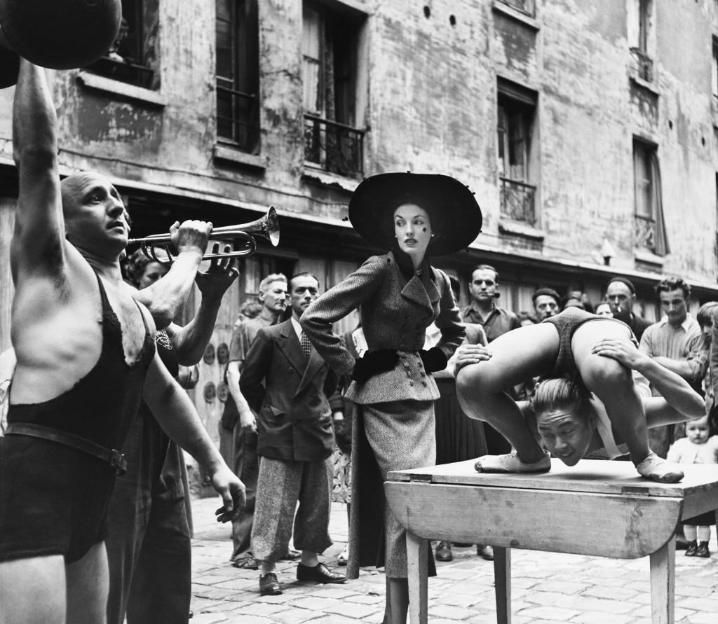 Elise_Daniels_with_street_performers_suit_by_Balenciaga_Le_Marais_Paris_1948._Photograph_by_Richard_Avedon__The_Richard_Avedon_Foundation