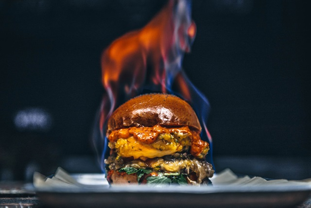 Mac-and-Wild-Halloween-burger-2017-WEB