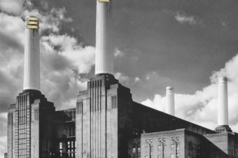 Барабанщик Pink Floyd открыл выставку на бывшей электростанции