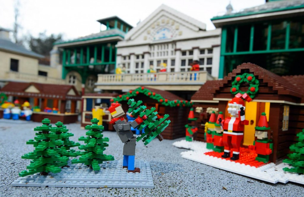 6LEGOLAND-Windsor-Resort-shrinks-Christmas-7