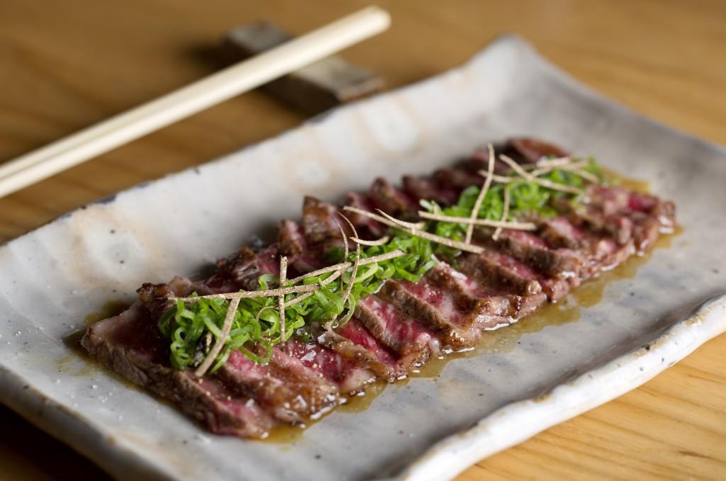 freshly seared wagyu sirloin tataki with black truffle ponzu - wagyu no tataki, kuro toryufu ponzu gake 2
