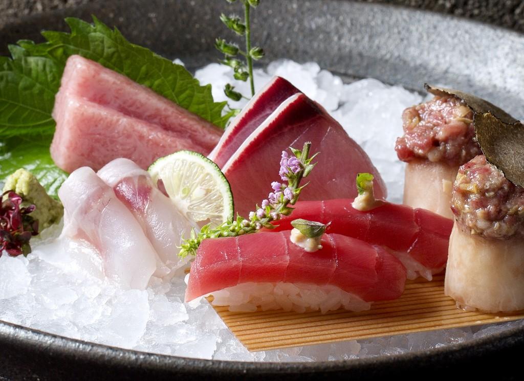 sushi&sashimi deluxe platter crop