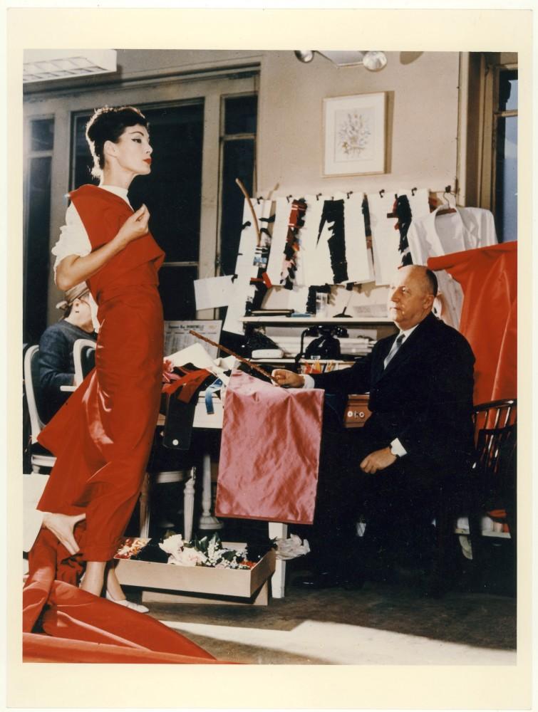 Кристиан Диор с манекенщицей Лакки, 1955. Courtesy of Christian Dior