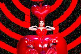 «Алиса» Диснея и Бертона на выставке в Музее Виктории и Альберта