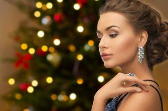 Как выбрать украшения в подарок на Рождество