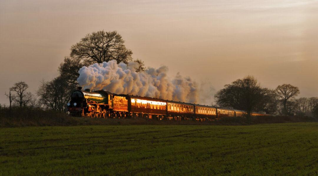 The Sunset Steam Express: путешествие в закат на ретропоезде