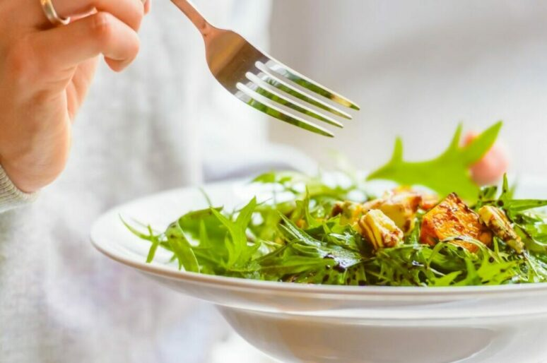 Осенний рецепт Джейми Оливера: теплый салат с пармской ветчиной